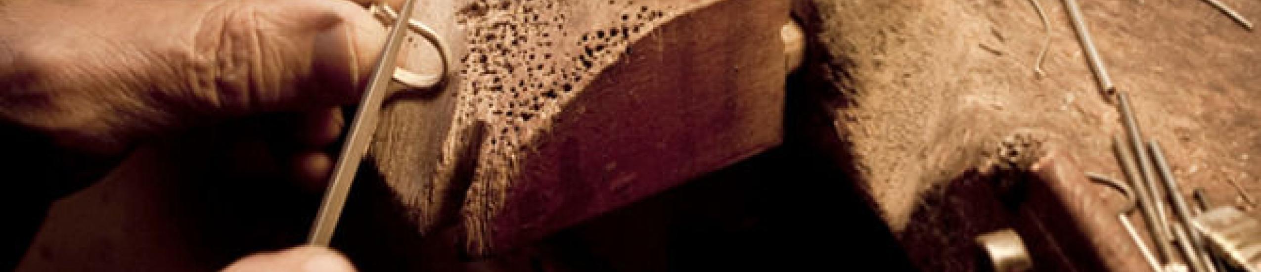 Operatore alle lavorazioni dell'oro, dei metalli preziosi o affini