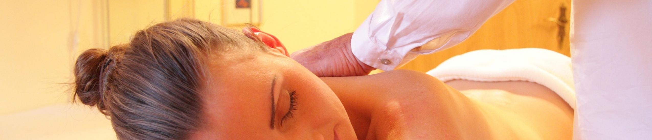 Foto di una seduta di massaggio alla schiena