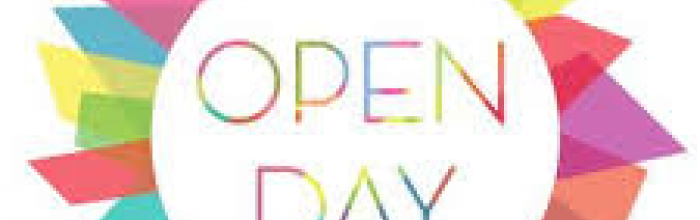 """scritta """"open day""""circondata da post it colorati"""