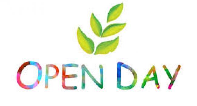 """Scritta a colori """"open day"""""""