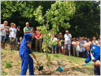 Parco di Villa Borzino - gli astronauti Nespoli e Malerba piantano un nuovo albero