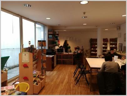"""Interno biblioteca - desk e angolo """"Piccoli lettori"""""""