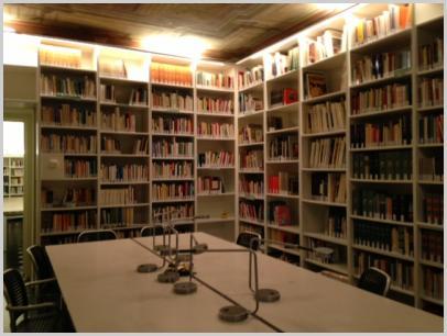 Interno Biblioteca piano con affresco