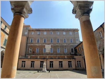 Immagine relativa al Liceo Colombo- colonnato